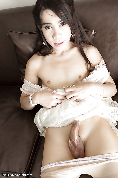 Pretty young Asian tranny..